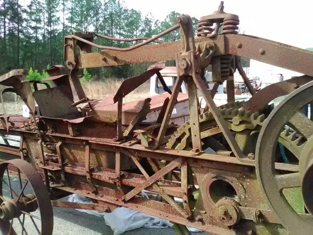2017 SPRING SALE – Antique John Deere Belt Driven Hay Baler